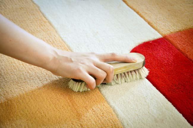 чистка пятен кофе на шерстяном коврике