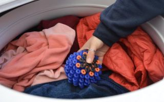 Шарики для стирки верхней одежды и пуховиков: разнообразие изделий и правила очистки