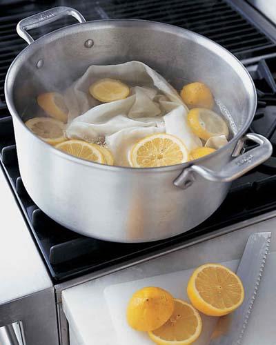 использование лимона для удаления пятен с белой одежды