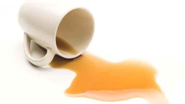 чай пролитый на скатерть обязательно оставит пятно