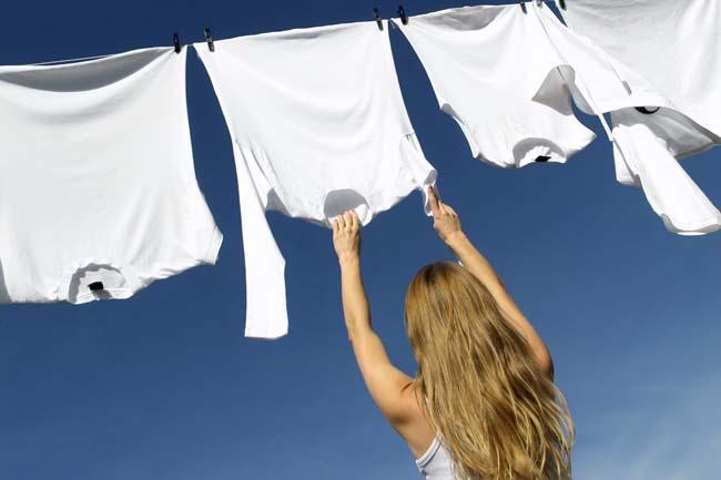 прополоскать белое бельё и высушить
