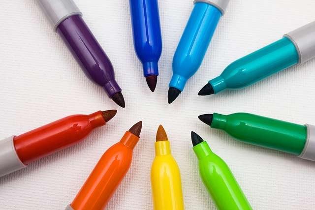 разноцветные маркеры для творчества