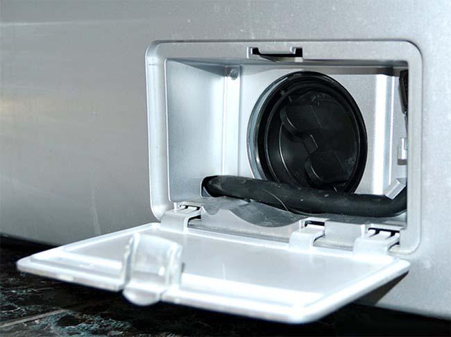 сборка очищенных деталей фильтра от стиральной машинки