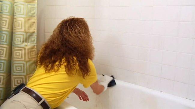 чистим ванну от известкового налета