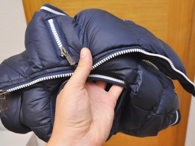 болоньевая куртка с пятном