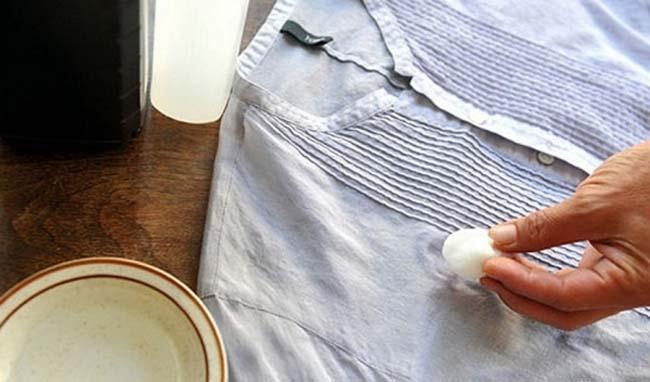 удаляем масляные следы с рубашки