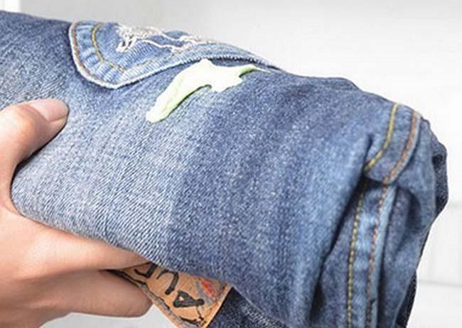 монтажная пена на джинсовой ткани