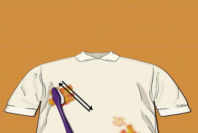 зубной щеткой можно очистить пятно от масла