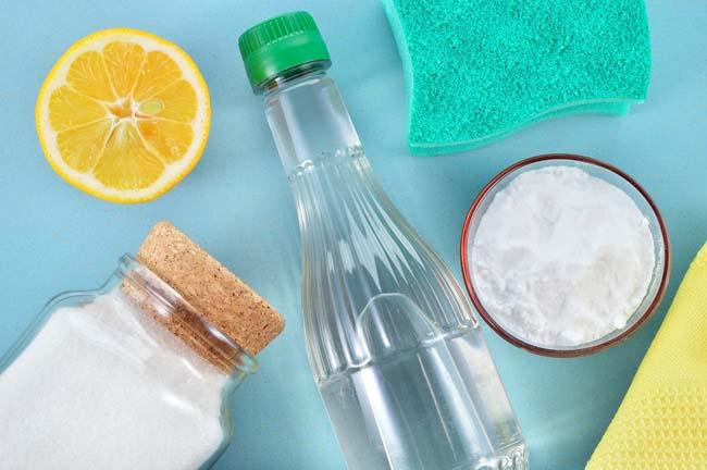 натуральные чистящие вещества, уксус, лимон и соль