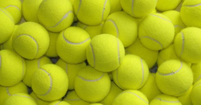 теннисные мячики тоже могут помочь при стирке