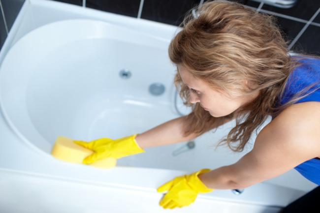 очищаем ванну от различного налета до белизны
