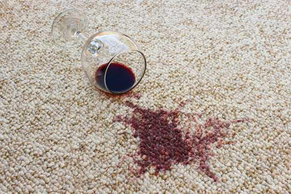 пятно на ковре от вина
