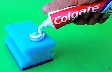 зубная паста и губка помогут отбелить кроссовки